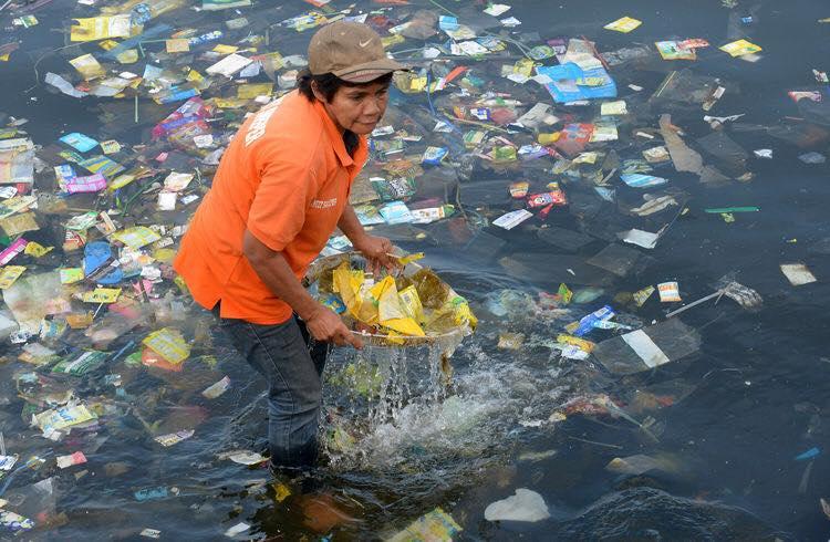 Le plastiche nel Mediterraneo, un primo studio, tutto italiano, mostra un impatto importante delle plastiche nel Mare Nostrum
