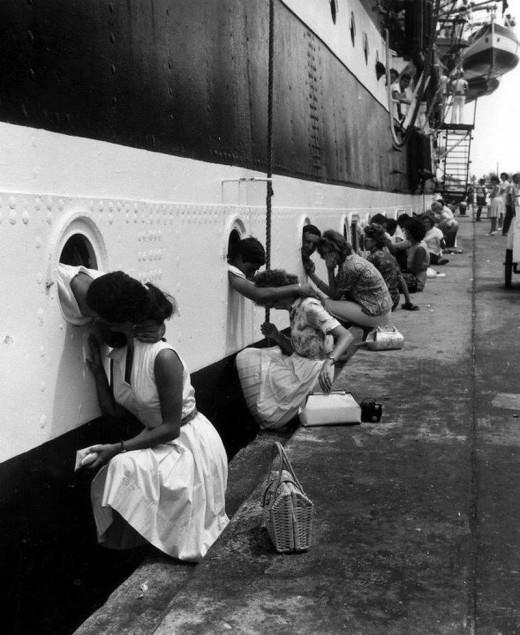 fotografo-sconosciuto-partenza-della-nave-scuola-amerigo-vespucci-livorno-1963-1352070941_b