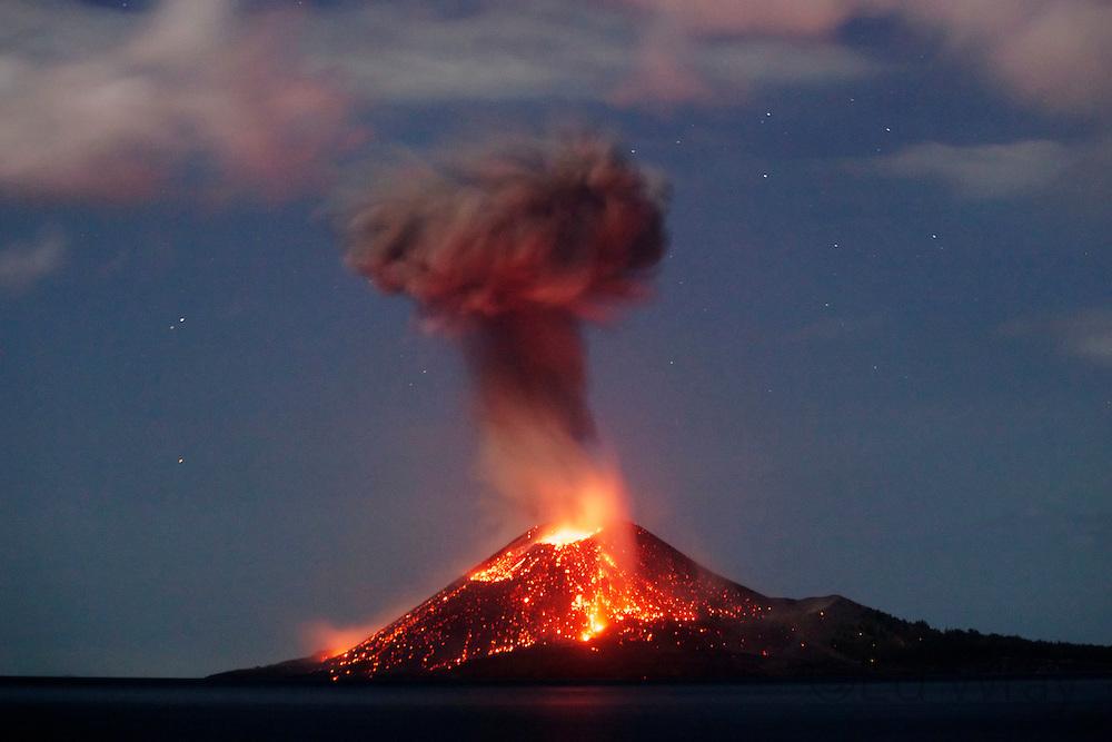 Krakatau ... l'evento catastrofico del 1883 che sconvolse il mondo  di Andrea Mucedola