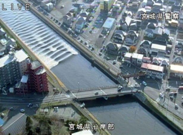 a-tidal-surge-is-seen-in-sunaoshi-river-after-tsunami-2016