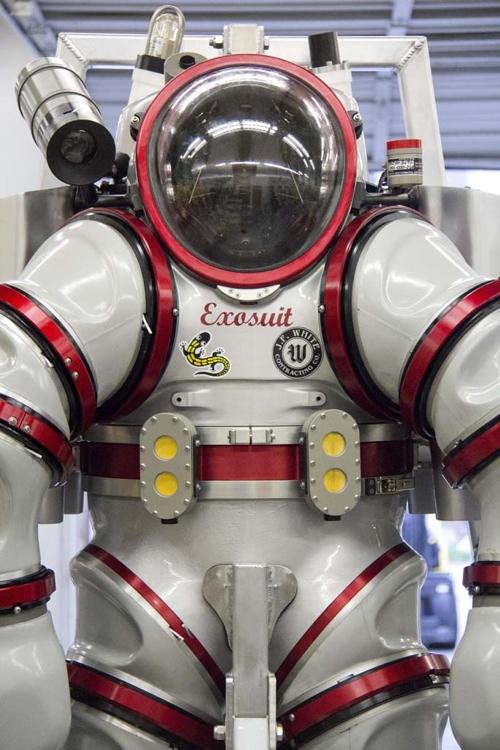 """Exosuit: un """"sommergibile personale"""" per gli scienziati del terzo millennio di Giorgio Caramanna"""