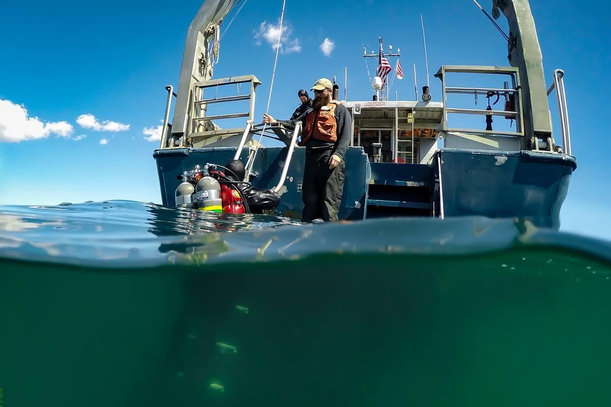5.Un subacqueo risale sul Tioga (S. Whelan – WHOI)