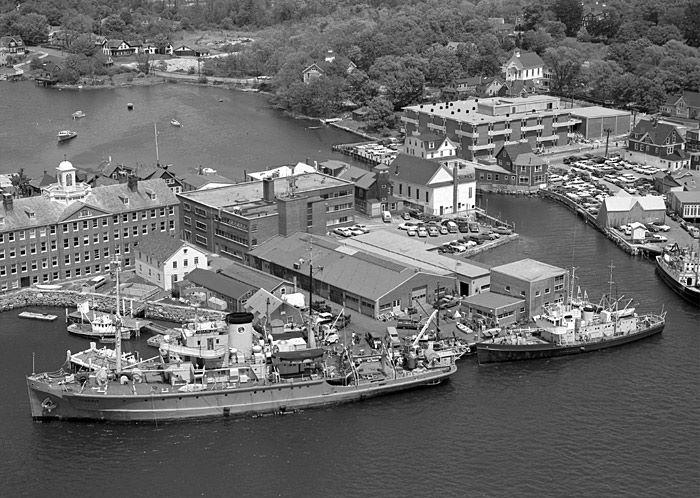 6.Una veduta del porto del WHOI negli anni 1960