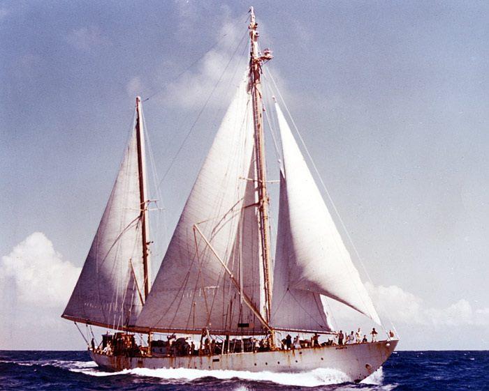 1.Il veliero da ricerca Atlantis (WHOI)