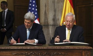 Oct-2015-John-Kerry-signing-new-agreemt-for-cleanup