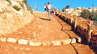 sentiero-spiaggia-conigli