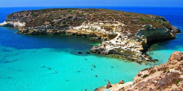 Uno studio sul rischio geomorfologico indotto da elevato carico turistico: il caso della spiaggia dei conigli di Lampedusa di Luigi e Michele Motta