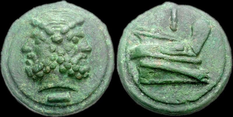 asse romano con prora di nave che mostra il rostro