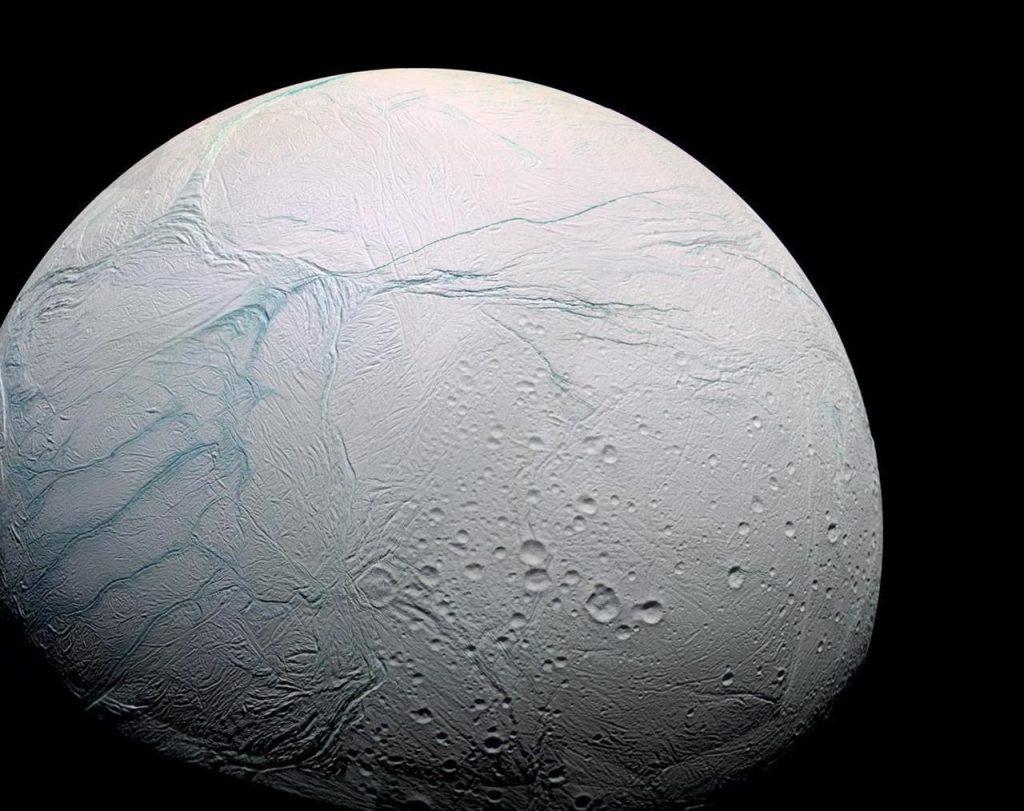 Questa immagine ha l'attributo alt vuoto; il nome del file è encelado-1024x811.jpg