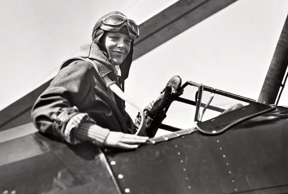 Amelia Earhart, tra i cieli e sul mare