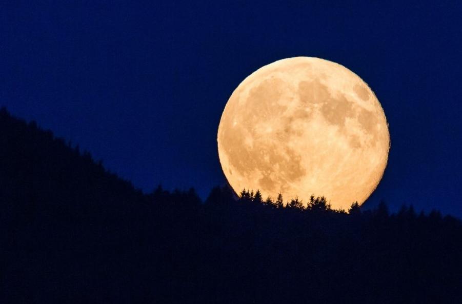 Ritorniamo a parlare della Luna quando si avvicina al suo perigeo