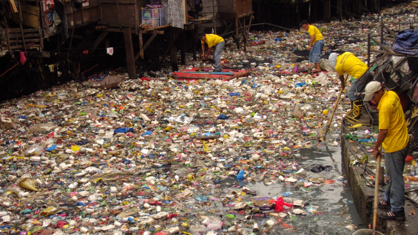 Emergenze ambientali: Scenari futuri sulla generazione e smaltimento dei rifiuti plastici globali