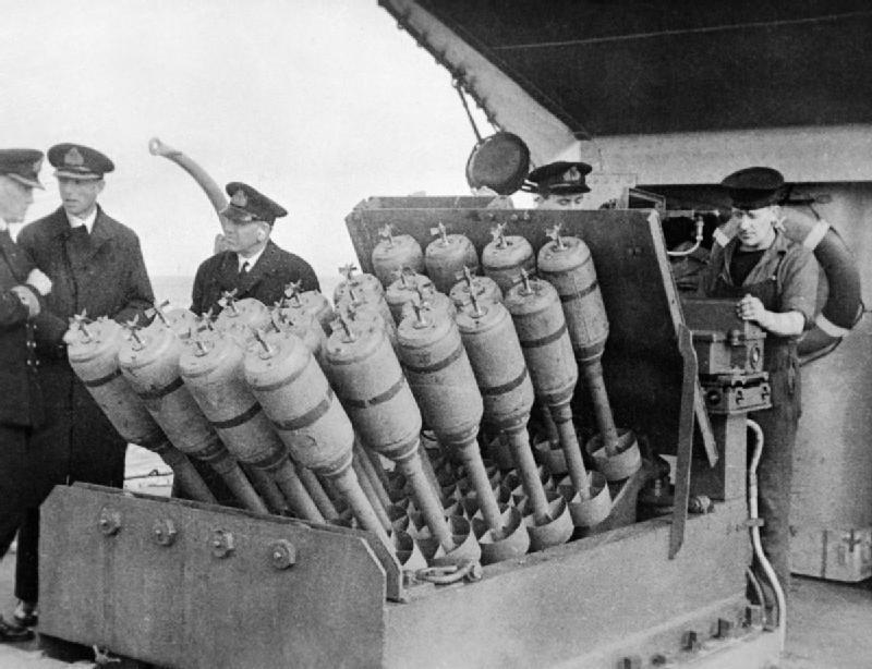 Questa immagine ha l'attributo alt vuoto; il nome del file è Hedgehog_anti-submarine_mortar.jpg