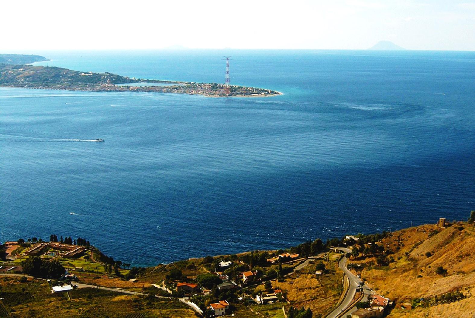 L'idrodinamismo nell'Area dello Stretto di Messina: gli effetti fisici  di Angelo Vazzana