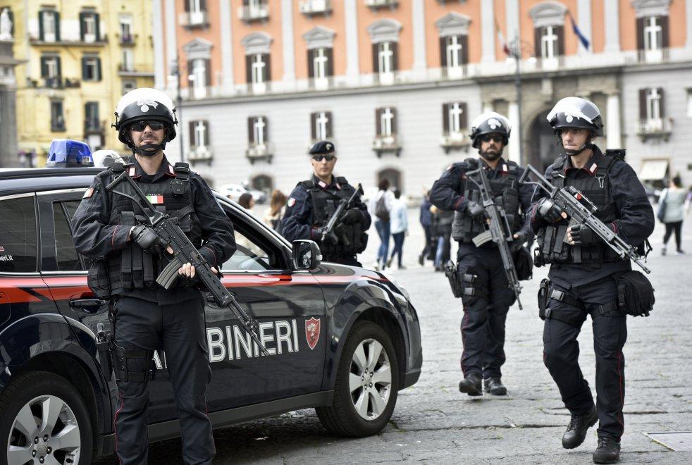 Questa immagine ha l'attributo alt vuoto; il nome del file è carabinieir.jpg
