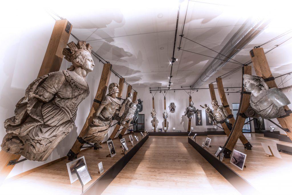 La Sala delle Polene del Museo Navale di La Spezia di Silvano Benedetti