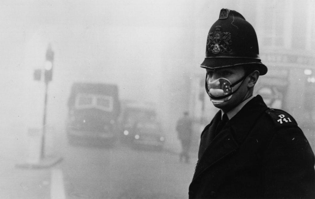 Questa immagine ha l'attributo alt vuoto; il nome del file è London-fog-1952-1024x647.jpg