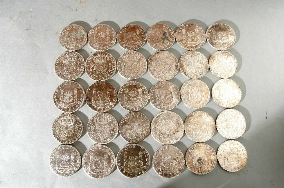 Questa immagine ha l'attributo alt vuoto; il nome del file è spanish-coins-found-in-the-rooswijk-wreck-from-2005.jpg