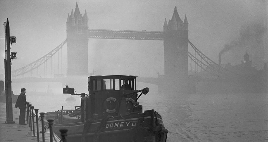 Questa immagine ha l'attributo alt vuoto; il nome del file è tower-bridge-smog.jpg