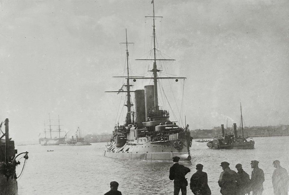 Questa immagine ha l'attributo alt vuoto; il nome del file è Russian-battleship-Tsesarevich-in-a-British-port.jpg