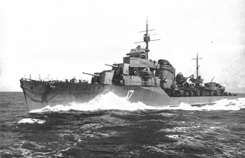 Questa immagine ha l'attributo alt vuoto; il nome del file è Soviet-Destroyer-Blacksea.jpeg