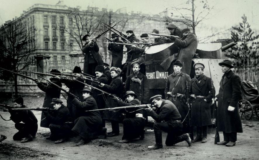 Questa immagine ha l'attributo alt vuoto; il nome del file è guardie-rosse-rivoluzione.jpg
