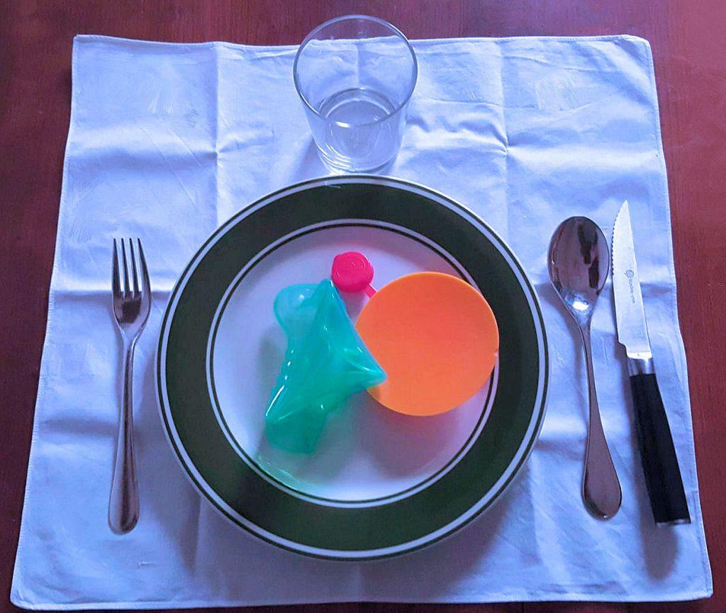 Questa immagine ha l'attributo alt vuoto; il nome del file è plastic-dinner-rev1-1024x865.jpg