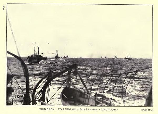 Questa immagine ha l'attributo alt vuoto; il nome del file è minamento-northern-barrage-I-squadron-USN.jpg