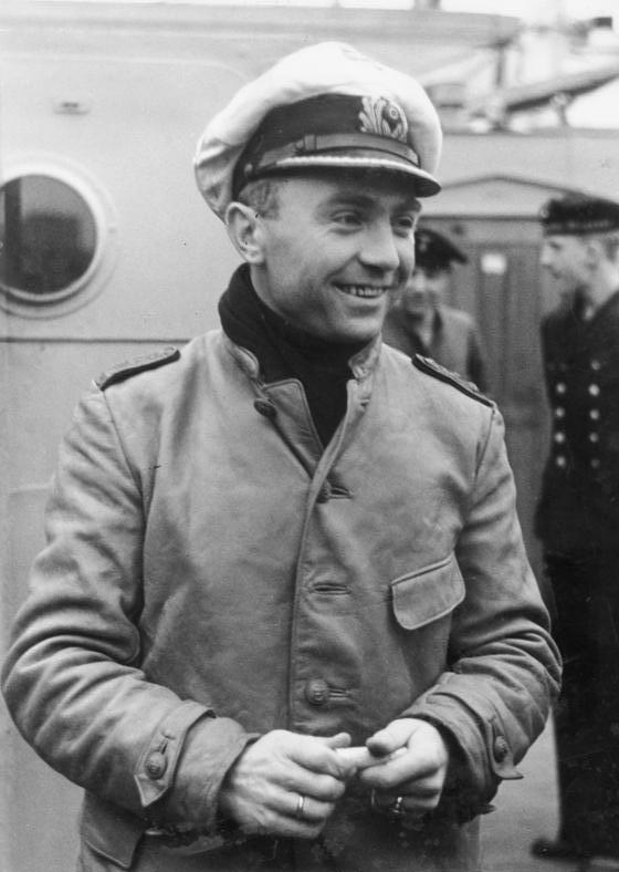 Questa immagine ha l'attributo alt vuoto; il nome del file è Bundesarchiv_Bild_183-2006-1130-500_Kapitanleutnant_Gunther_Prien.jpg