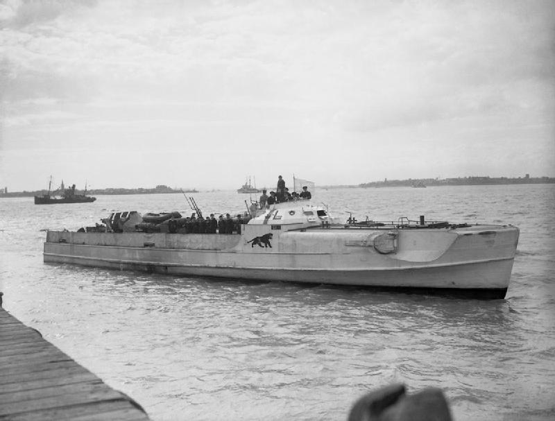 Questa immagine ha l'attributo alt vuoto; il nome del file è German_E-Boat_S_204_surrenders_at_Felixstowe_on_13_May_1945.jpg