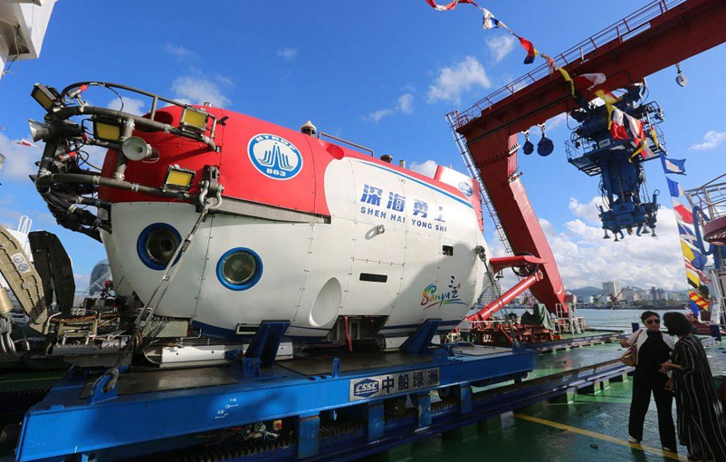 Questa immagine ha l'attributo alt vuoto; il nome del file è warrior-china-submersible-1024x652.jpg