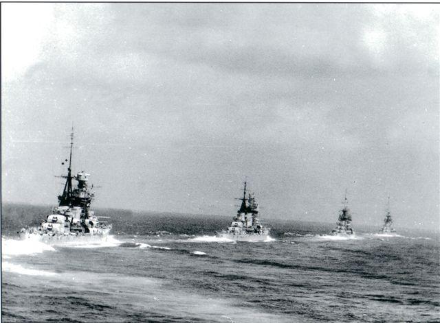 Questa immagine ha l'attributo alt vuoto; il nome del file è Gli-Incrociatori-della-I^-Divisione-Navale-verso-Gaudo-Matapan.jpg