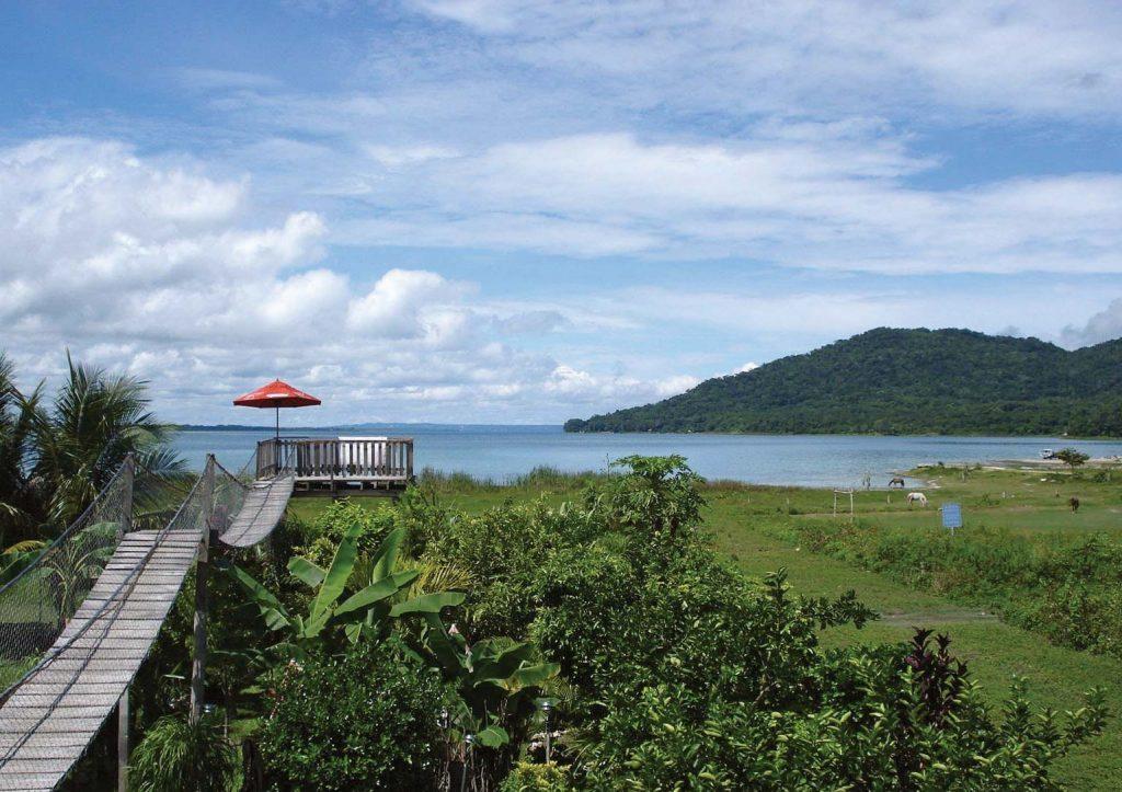 Questa immagine ha l'attributo alt vuoto; il nome del file è Lake-Peten-Itza-Guatemala-1024x723.jpg