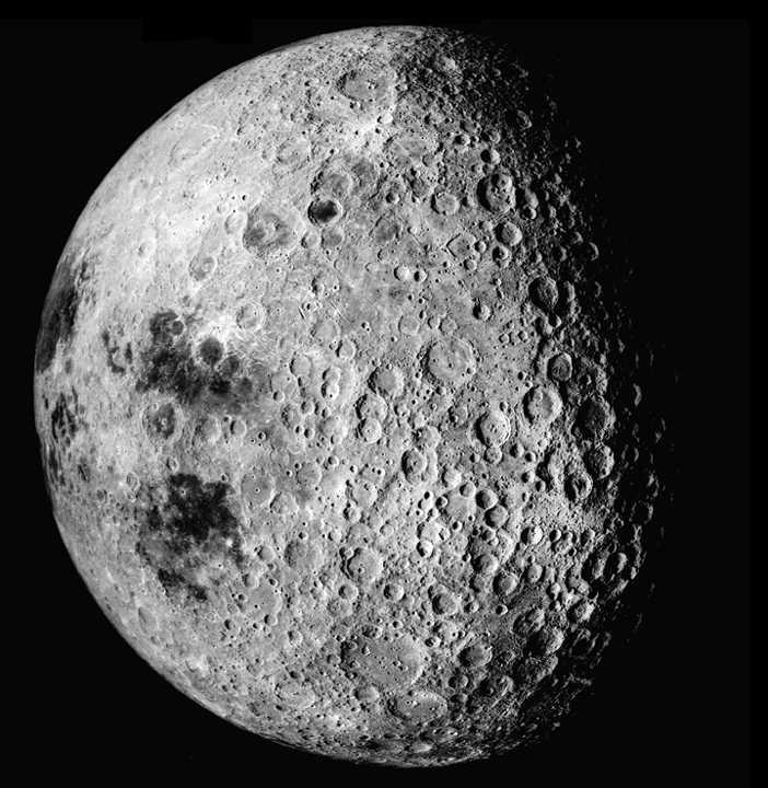 Questa immagine ha l'attributo alt vuoto; il nome del file è lato-nascosto-della-luna.jpg