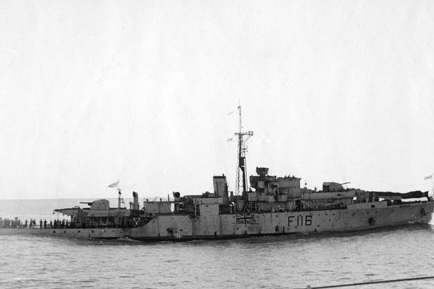 Questa immagine ha l'attributo alt vuoto; il nome del file è HMS-Amethyst-after-action-on-the-Yangtze-River.jpg