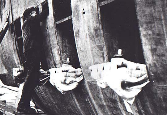 Questa immagine ha l'attributo alt vuoto; il nome del file è U-1407-SMG-TIPO-XVIIB.png