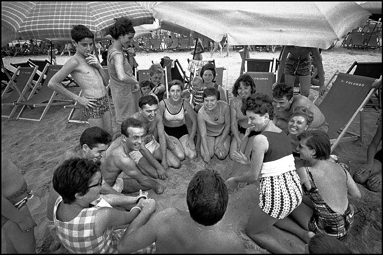 Questa immagine ha l'attributo alt vuoto; il nome del file è anni-60-spiaggia.png