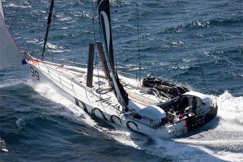 Questa immagine ha l'attributo alt vuoto; il nome del file è fast-sailing-boat-vela.jpg