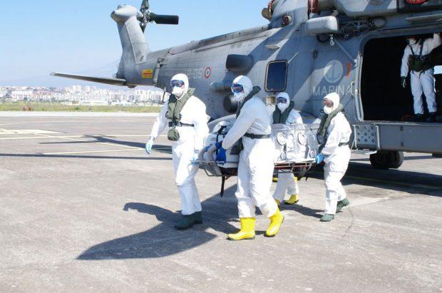 Questa immagine ha l'attributo alt vuoto; il nome del file è marina-militare-trasporto-covid.jpg