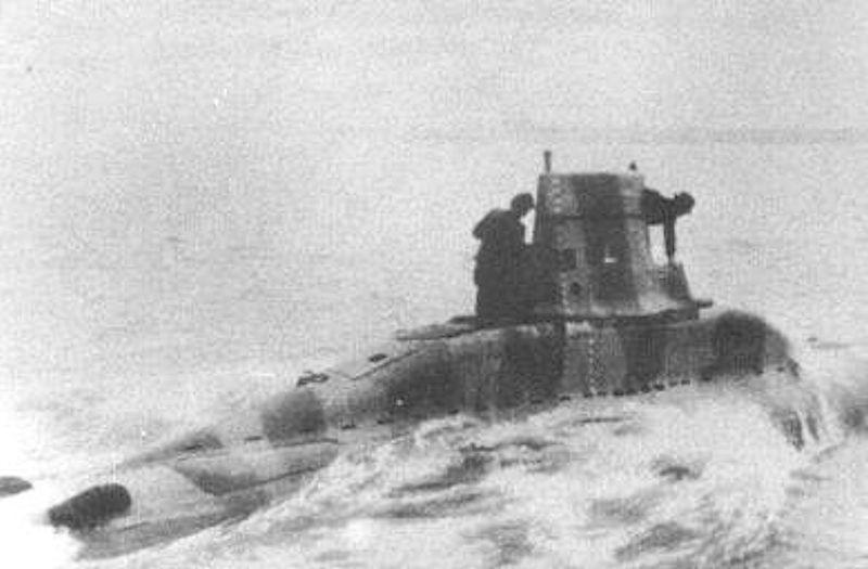 Questa immagine ha l'attributo alt vuoto; il nome del file è German_v80_midget_submarine.jpg