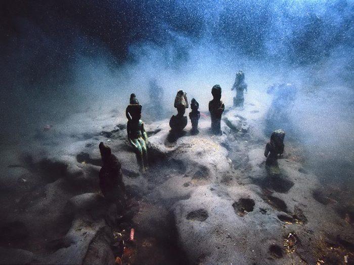 Questa immagine ha l'attributo alt vuoto; il nome del file è Osirian-figures-heracleion-underwater-credit-Christoph-gerigk-copyright-franck-goddio-hilti-foundation-jpg-e1625217465213.jpg
