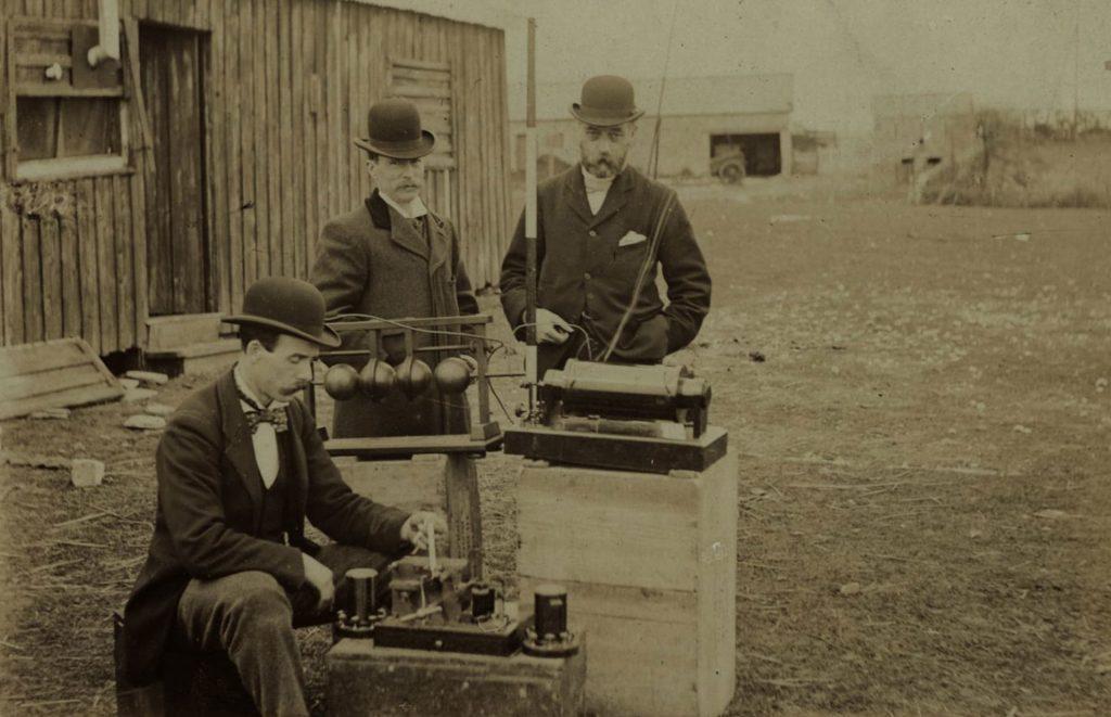 Questa immagine ha l'attributo alt vuoto; il nome del file è PO-Marconi-Bristol-Channel-trials-1024x661.jpg