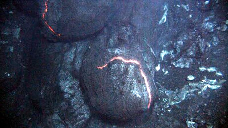 Questa immagine ha l'attributo alt vuoto; il nome del file è lava-a-cuscino-abissale.jpg