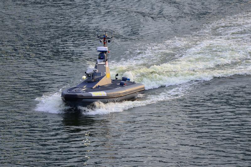 Questa immagine ha l'attributo alt vuoto; il nome del file è unmanned-maritime.jpg