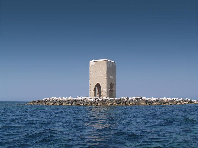 Questa immagine ha l'attributo alt vuoto; il nome del file è torre-della-Meloria.jpg