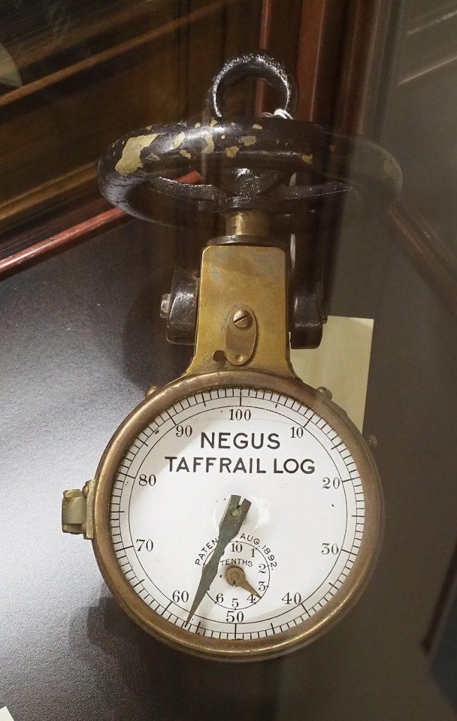 Questa immagine ha l'attributo alt vuoto; il nome del file è 800px-Negus_Taffrail_Log-Museo-della-Marin-amercantile-di-Kingspoint-649x1024.jpg