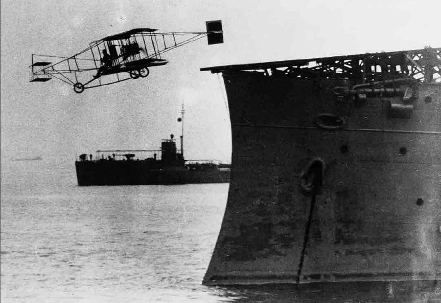 Questa immagine ha l'attributo alt vuoto; il nome del file è Eugene-B.-Ely-flies-a-Curtiss-pusher-from-Birmingham-Cruiser-No.-2-at-Hampton-Roads-Va.-in-the-first-takeoff-from-a-ship-14-November-1910.png