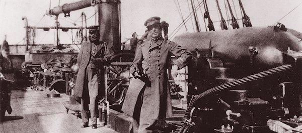 Questa immagine ha l'attributo alt vuoto; il nome del file è On-Watch-Captain-Raphael-Semmes-Alabamas-commanding-officer-standing-by-his-ships.jpg