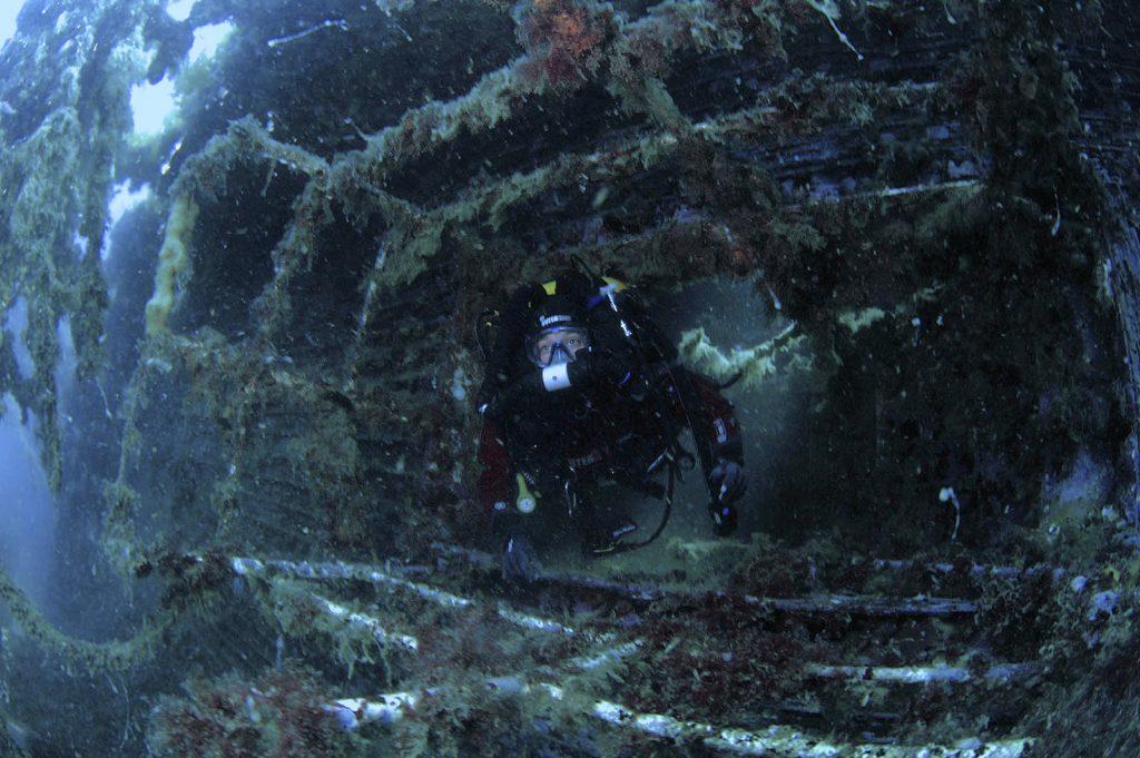 Questa immagine ha l'attributo alt vuoto; il nome del file è SS-Port-kembla-wreck-1-1024x681.jpg