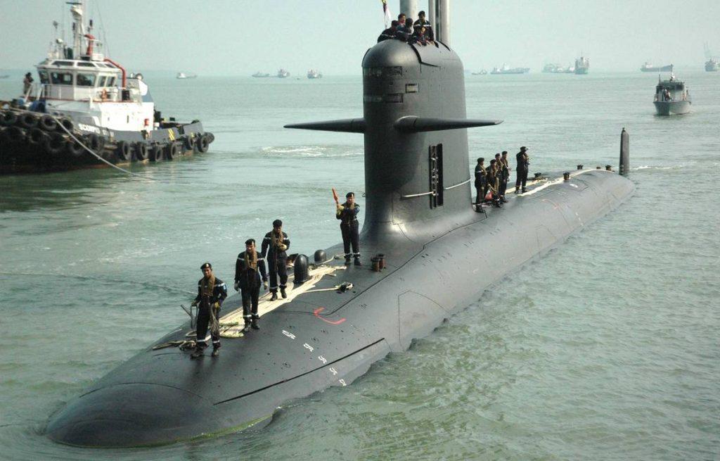 Questa immagine ha l'attributo alt vuoto; il nome del file è 1200x768_sous-marin-scorpene-constructeur-naval-francais-dcns-2009-base-marine-pulau-indah-malaisie-1024x655.jpg
